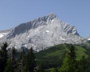 Alpspitze - Nordflanke, aufgenommen von der Terrasse am Kreuzeckhaus