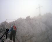 Der Steig ist so eindeutig, dass selbst im Nebel zwingend der Gipfel gefunden wird