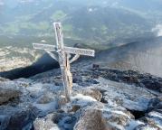 Watzmann-Überschreitung - Das Kreuz auf dem Gipfel des Hochecks