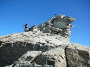Die letzten Klettermeter zum Gipfelkreuz des Zinalrothorns