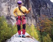Auf dem schmalen Gipfelgrat der Klamotte am Pfaffenstein