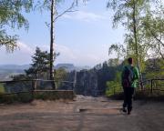 Zugang zum Aussichtspunkt im Bereich des Einstieges in die Schwedenlöcher