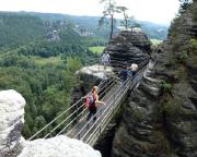 Unterwegs in den kostenpflichtigen Steiganlagen der Felsenburg Niederrathen
